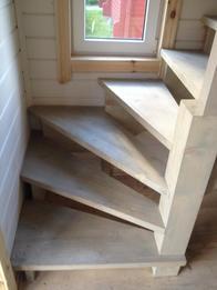 Деревянная лестница (фото 47)